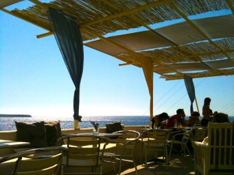 The beach bar at Oia