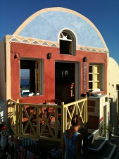 A quirky little bar in Oia