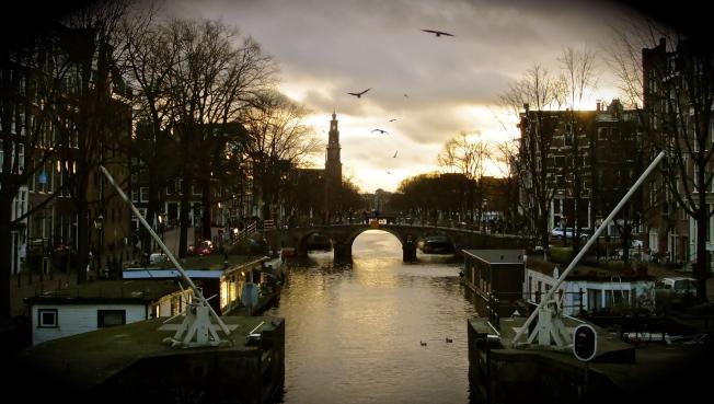 winter canal scene amsterdam