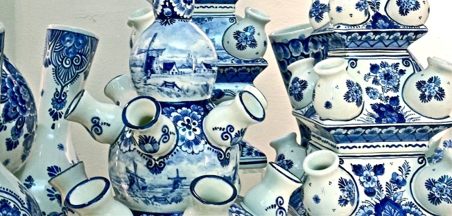 blue delft pottery