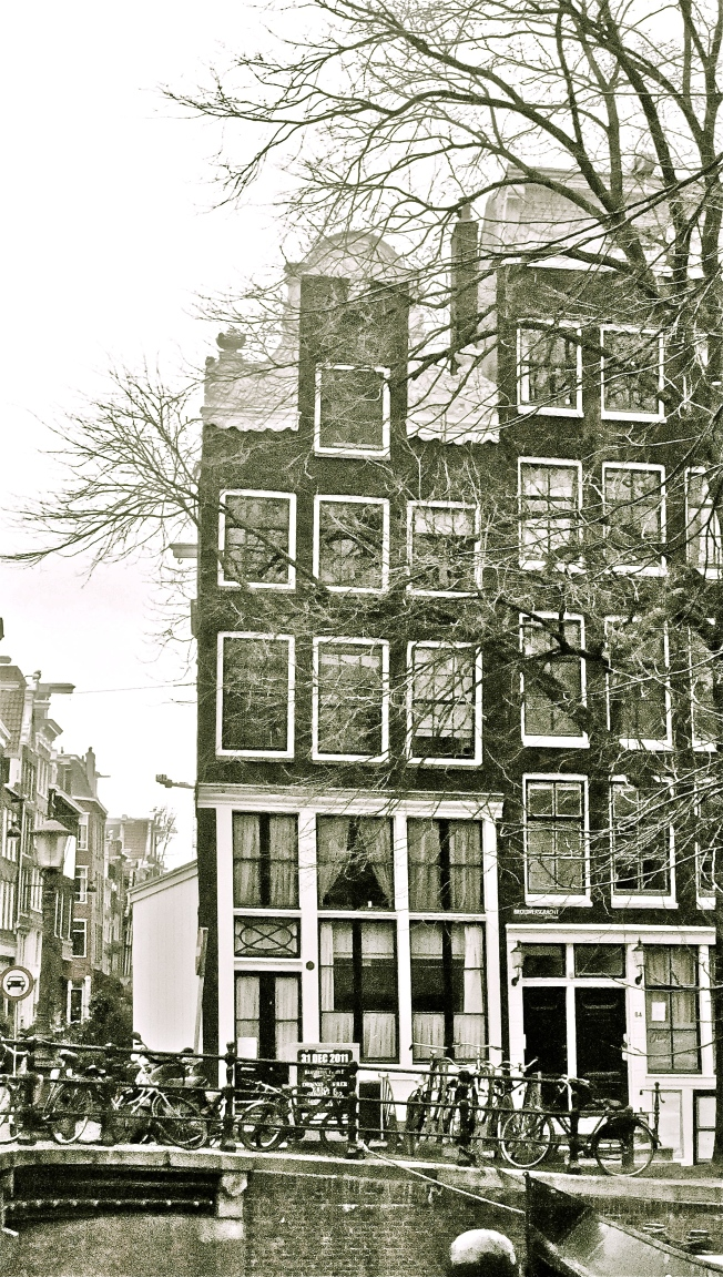 crooked house amsterdam