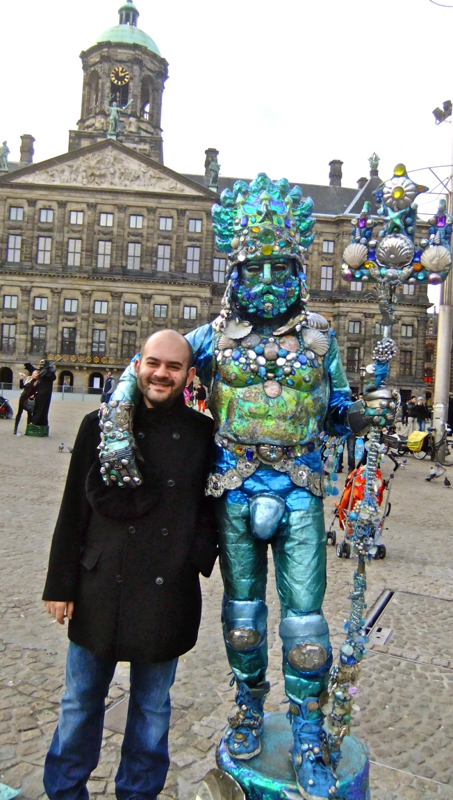 tourist and street performer amsterdam
