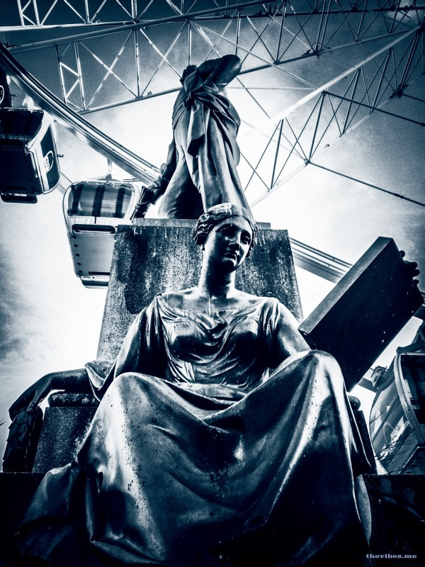 Robert Peel Statue and The Big Wheel in Manchester's Piccadilly Gardens by Mark Wallis